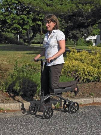 Steerable Knee Support Walker